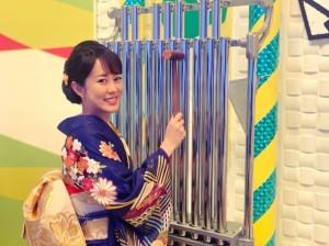 丘みどり、NHK『のど自慢』で鐘を叩く(画像は『丘みどり 2021年1月31日付Instagram「NHKのど自慢!貴重な鐘の演奏をさせていただき感動!!」』のスクリーンショット)