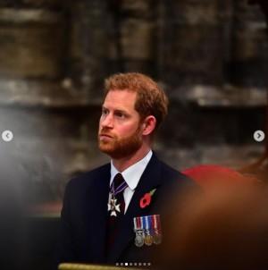 【イタすぎるセレブ達】ヘンリー王子、英国に到着する姿が目撃される 祖父の葬儀に出席するため急遽1人で帰国