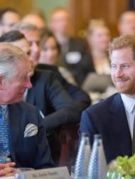 【イタすぎるセレブ達】ヘンリー王子、葬儀後にウィリアム王子やチャールズ皇太子と合流 親子3人で2時間の会話を交わす