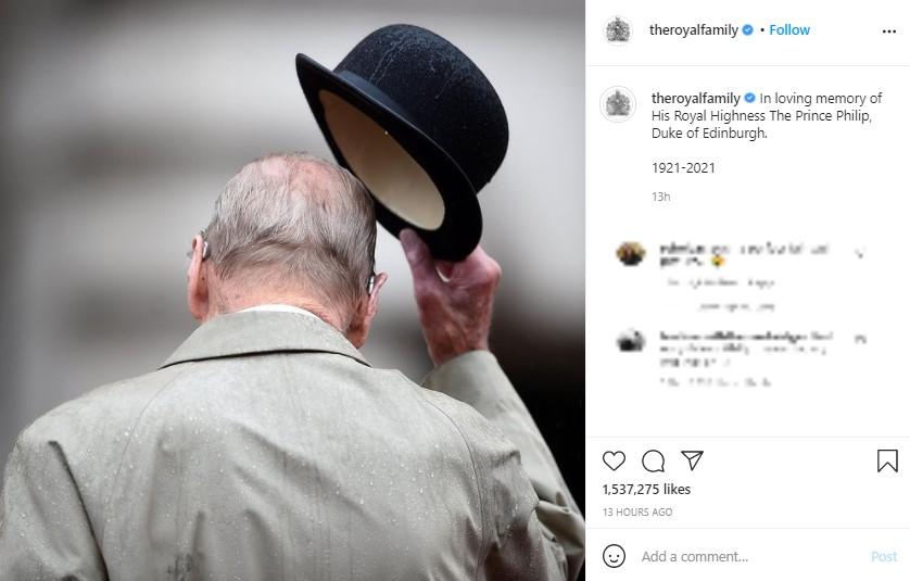 女王と長年連れ添った王配は、聖ジョージ教会の地下に埋葬された(画像は『The Royal Family 2021年4月17日付Instagram「In loving memory of His Royal Highness The Prince Philip, Duke of Edinburgh.」』のスクリーンショット)