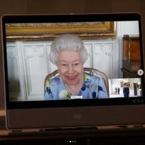 【イタすぎるセレブ達】エリザベス女王、フィリップ殿下死後初めてオンライン公務に「困難な時に笑顔で任務をこなす姿を誇りに思う」国民ら
