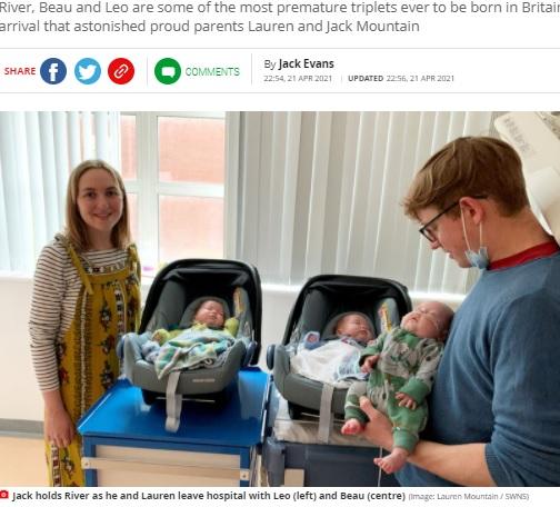 ローレンさん、レオ君、ボー君と入院中のリバー君を抱くジャックさん(画像は『Mirror 2021年4月21日付「Couple welcome '200 million to one' identical triplets who arrived 10 weeks early」(Image: Lauren Mountain / SWNS)』のスクリーンショット)