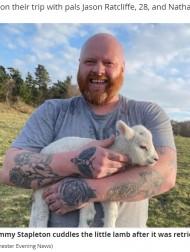 【海外発!Breaking News】身動きが取れない子羊を救え! タトゥー愛好家が見せた心優しい一面に称賛の声(英)