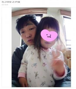 3児の父親として子育てに奮闘中の石田明(画像は『石田明(NON STYLE) 2021年3月25日付オフィシャルブログ「久しぶりのまったり午前」』のスクリーンショット)