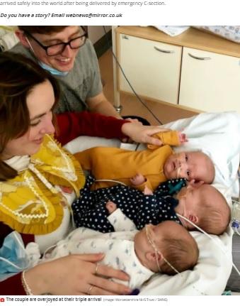一卵性の三つ子を授かった夫妻(画像は『Mirror 2021年4月21日付「Couple welcome '200 million to one' identical triplets who arrived 10 weeks early」(Image: Worcestershire NHS Trust / SWNS)』のスクリーンショット)