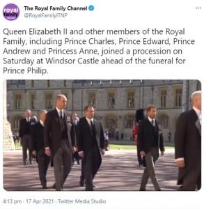 ウィリアム王子とヘンリー王子、従兄を挟んで3人で歩く(画像は『The Royal Family Channel 2021年4月17日付Twitter「Queen Elizabeth II and other members of the Royal Family, including Prince Charles, Prince Edward, Prince Andrew and Princess Anne, joined a procession on Saturday at Windsor Castle ahead of the funeral for Prince Philip.」』のスクリーンショット)