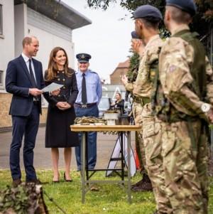【イタすぎるセレブ達】ウィリアム王子・キャサリン妃夫妻、全身黒の装いで葬儀後初の公務に
