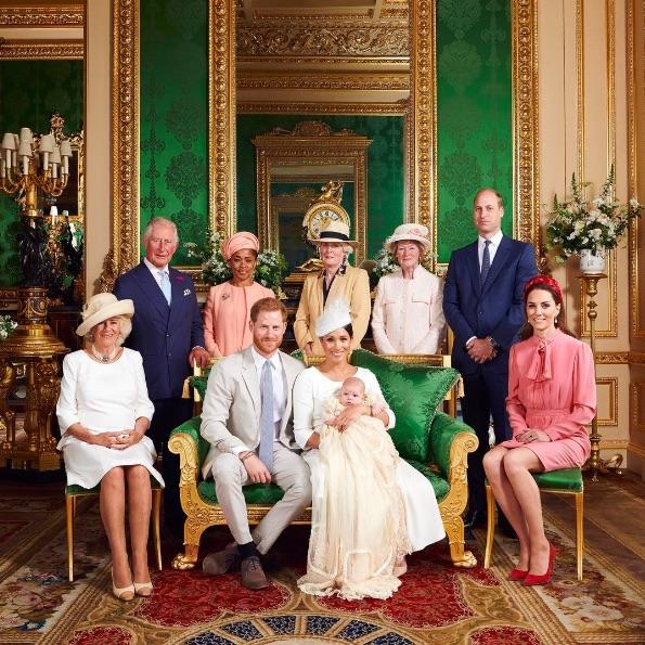 ウィリアム王子・キャサリン妃夫妻は2019年7月の洗礼式での写真を公開(画像は『Duke and Duchess of Cambridge 2021年5月6日付Instagram「Wishing Archie a very happy 2nd birthday today.」』のスクリーンショット)