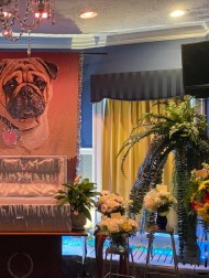 【海外発!Breaking News】巨大な遺影に立派な棺 愛犬のために豪華な葬儀を行った飼い主(米)<動画あり>