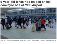 【海外発!Breaking News】空港のベルトコンベアに乗ってしまった9歳男児 引き込まれる直前で間一髪脱出(米)<動画あり>