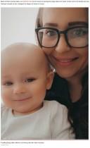 10か月の息子の上あごに「穴が!」と母親 救急外来で真実が明かされ赤っ恥(英)