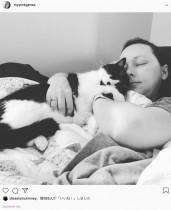 【海外発!Breaking News】「左胸に寄り添うように」 飼い猫が乳がんを知らせてくれたと信じる女性(米)