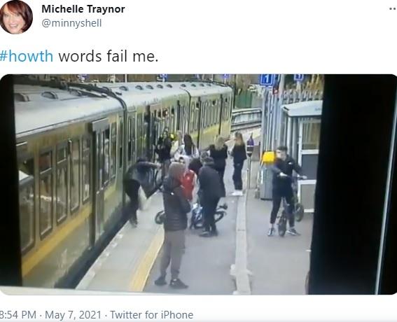 10代の女性が転落する瞬間(画像は『Michelle Traynor 2021年5月7日付Twitter「#howth words fail me.」』のスクリーンショット)