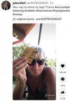 【海外発!Breaking News】紙やすりでムダ毛処理をする女性 懐かしの製品を呼び起こし話題に(米)