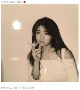 1985年、25歳頃の美保純(画像は『美保純 2021年5月1日付公式ブログ「Loveのささやきの進め」』のスクリーンショット)