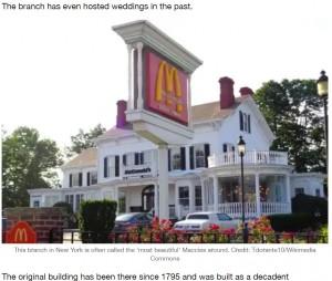 ニューヨークのロングアイランドにある洋館風の店舗(画像は『LADbible 2021年4月28日付「There's Only One McDonald's In The World That Doesn't Have 'Golden Arches'」(Credit: Tdorante10/Wikimedia Commons)』のスクリーンショット)