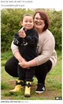 【海外発!Breaking News】生後5か月から透析療法を受ける息子 「普通の生活を送ってほしい」と父親が腎臓ドナーに(英)