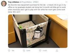 大学の研究室にベビーベッドを設置 「自分も赤ちゃんと遊べる」心優しき教授に「上司の鑑」絶賛の声(米)