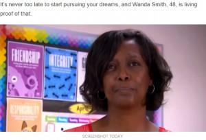 【海外発!Breaking News】学校清掃員だった女性、高校卒業から約30年後に同じ学校の教師に「ベストを尽くせば夢は叶う」(米)<動画あり>