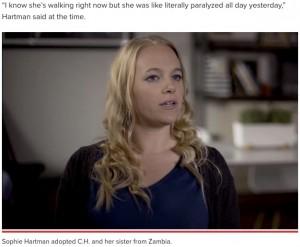 養女を虐待したとして起訴されたソフィー・ハートマン(画像は『New York Post 2021年5月30日付「Mother accused of forcing adopted daughter into surgery, treatments」(YouTube)』のスクリーンショット)