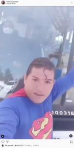 バス運転手とは事前に打ち合わせしていたルイスさん(画像は『Klark Kent zap é 79 999181323 2021年5月30日付Instagram「#Estou bem graças a Deus.」』のスクリーンショット)