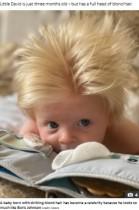 フサフサでブロンド髪の赤ちゃん、ボリス・ジョンソン首相にそっくりと大注目(英)