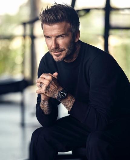 筋肉質なボディを披露したデヴィッド・ベッカム(画像は『David Beckham 2021年5月26日付Instagram「Introducing the beautiful new Black Bay Ceramic」』のスクリーンショット)