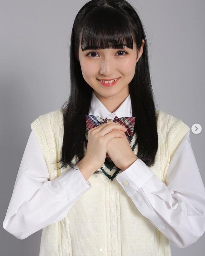 HKT48ドラフト2期生・今村麻莉愛のJKショット(画像は『今村麻莉愛 2021年3月1日付Instagram「JKまりあちゃんですっ」』のスクリーンショット)