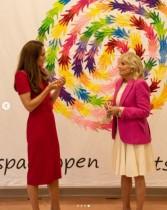 【イタすぎるセレブ達】キャサリン妃とジル・バイデン大統領夫人、英国の小学校を訪問「子供達はおびえきってるわね」とジョークも