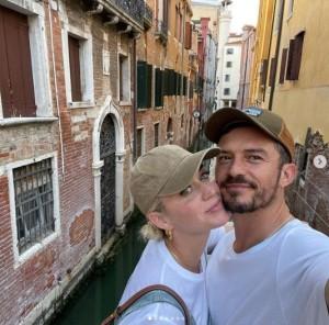 【イタすぎるセレブ達】ケイティ・ペリー、オーランド・ブルームとベネチア観光を楽しむ 豪華なホテルに滞在