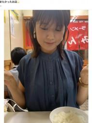 """【エンタがビタミン♪】小林礼奈、娘の朝食が""""コアラのマーチ""""と明かすも「きちんとお皿に出して偉い」の声"""