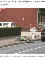 【海外発!Breaking News】腹が減っては事故処理ができぬ 事故現場の真横でKFCをむさぼる当事者の姿が話題に(豪)