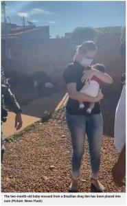 保護された男児は施設で暮らすことに(画像は『Metro 2021年6月12日付「Mum 'uses two-month-old baby as guarantee on her drug debts'」(Picture: News Flash)』のスクリーンショット)