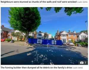 外観の悪さには近隣住民から苦情も(画像は『The Sun 2021年6月8日付「YOB THE BUILDER Builder leaves family-of-six's £540,000 house in ruins with no roof after row with owner over pay」(Credit: SWNS)』のスクリーンショット)