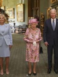【イタすぎるセレブ達】エリザベス女王と対面のジョー・バイデン大統領夫妻、お辞儀をせず物議に「マナーってものがないのか?」