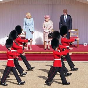 バイデン大統領夫妻を歓迎し、近衛歩兵連隊による栄誉礼が行われた(画像は『The Royal Family 2021年6月13日付Instagram「Today, The Queen received President Biden @potus and First Lady Jill Biden @flotus at Windsor Castle.」』のスクリーンショット)