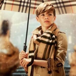 ロメオが12歳当時に出演した「バーバリー」のクリスマスCM(画像は『ROMEO 2018年2月23日付Instagram「Throwback」』のスクリーンショット)