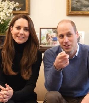 """【イタすぎるセレブ達】ウィリアム王子夫妻、父の日に親子の未公開写真を披露 """"モデル立ち""""のシャーロット王女に注目集まる"""
