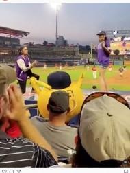 【海外発!Breaking News】スタジアムの観衆の前でプロポーズした男性、恋人に逃げられショックで凍りつく(米)<動画あり>