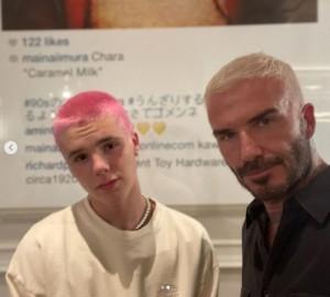 イメージチェンジしたクルスとデヴィッド(画像は『David Beckham 2021年7月15日付Instagram「Sometimes the boys need reminding who did it first in the 90's」』のスクリーンショット)