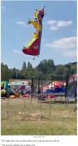 【海外発!Breaking News】強風でエアー遊具が子どもを乗せたまま上空へ 目撃者「一瞬の出来事だった」(ベラルーシ)<動画あり>