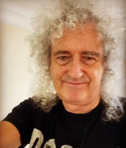 浸水被害に遭った自宅内部を公開したブライアン・メイ(画像は『Brian Harold May 2021年7月5日付Instagram「And here is the human side !」』のスクリーンショット)