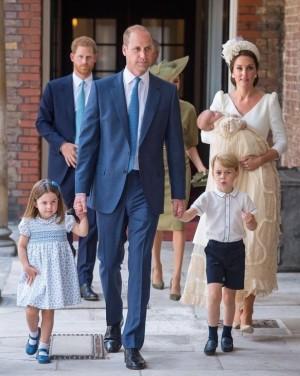 【イタすぎるセレブ達】英王室伝統の洗礼着 女王のドレスメーカーが苦悩の末紅茶で染めて完全再現