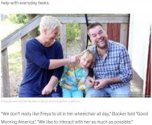 【海外発!Breaking News】「1インチずつ進んでいこう」初めて自分の足で立った10歳少女、父親とダンスする姿に涙(スウェーデン)<動画あり>