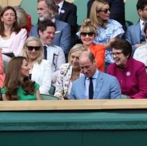 【イタすぎるセレブ達】キャサリン妃、ウィンブルドン女子決勝を観戦 勝利したバーティ選手にトロフィー贈呈も
