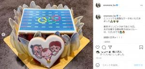 赤ちゃんに金メダルがかけられた東京五輪に向けたケーキ(画像は『おのののか 2021年7月13日付Instagram「とっっっても素敵なケーキをいただきました」』のスクリーンショット)