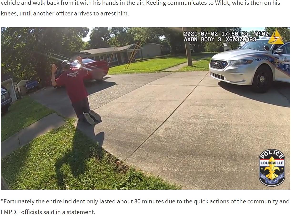 自ら犯行現場に戻ってきた犯人のロビー・ウィルト(画像は『WLKY Channel 32 2021年7月8日付「LMPD body camera video shows 2 officers rescuing kidnapped 6-year-old girl」』のスクリーンショット)