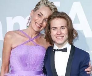 「amfAR」ガラに登場したシャロンと息子ロアンさん(画像は『Sharon Stone 2021年7月17日付Instagram「Proud mom」』のスクリーンショット)
