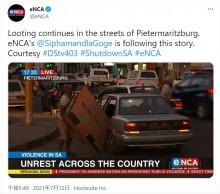 【海外発!Breaking News】暴動で盗み出したテレビをどうしても車に積み込みたい男 視聴者「入るわけがない」と嘲笑(南ア)<動画あり>