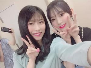 横山由依と宮脇咲良(画像は『横山由依 2019年8月21日付Instagram「さくら~」』のスクリーンショット)